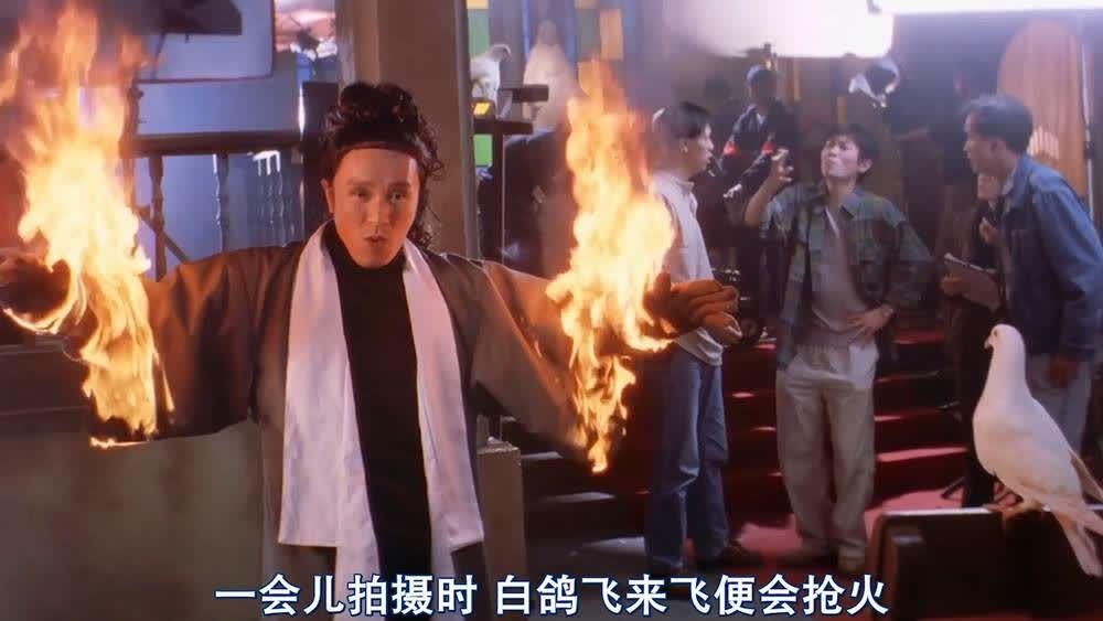 星爷当群演被火烧,两条胳膊烧得和鸡腿一样,也太惨了