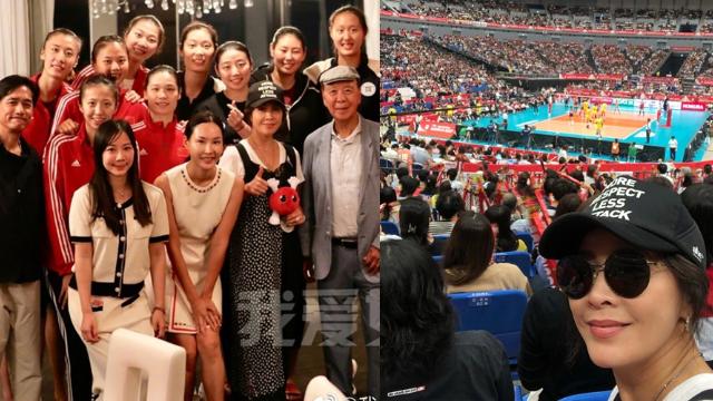 刘嘉玲梁朝伟观战中国女排 赛后合影竖大拇指点赞