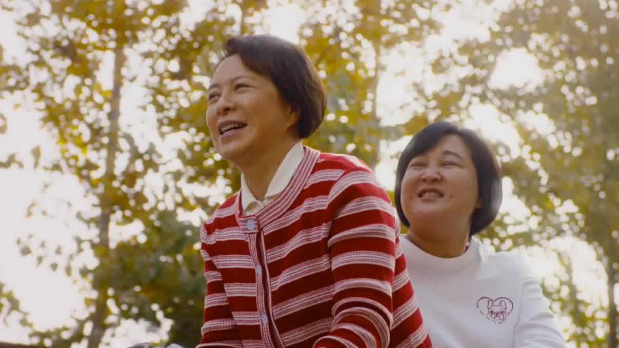 【你好,李焕英】曝主题曲《萱草花》MV 贾玲张小斐温暖献声