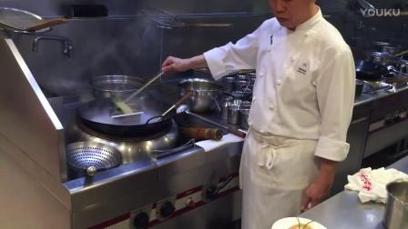 五星酒店大厨做一道烤鳕鱼,勾芡就能看出,年纪不大厨艺非常了得