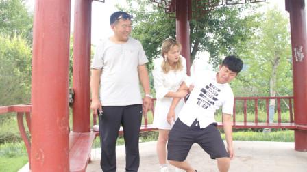 美女带男朋友见父亲,一见面男友腿吓软了,结局太逗了