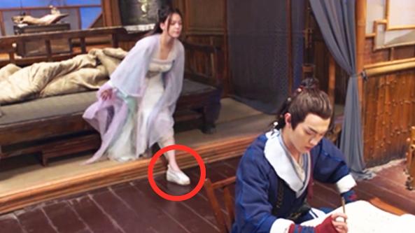 《从前有座灵剑山》穿帮镜头!古代就有人穿增高鞋