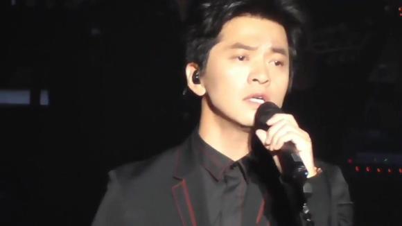李健参加节目现场一首《假如爱有天意》纯净的嗓音,适合安静的听