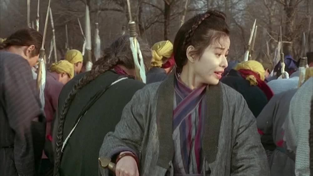 神秘美女突然化身刺客,一剑把侍卫劈开两段,这操作没谁了!
