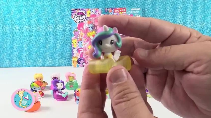 宇宙公主乘坐发光玉毯拆带问号的小马宝莉玩具