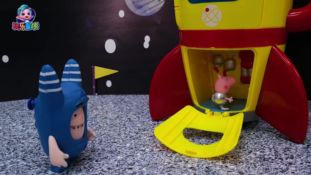 小猪佩奇在卫星基地坐登月火箭,遇到抢火箭的外星人