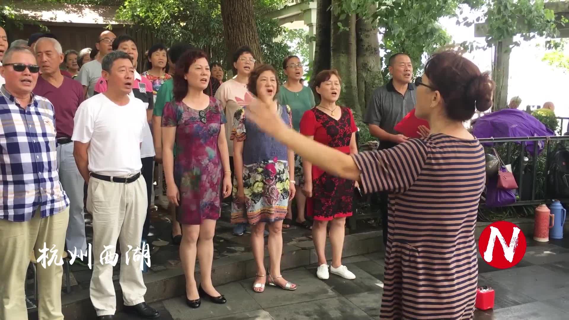大合唱《五星红旗迎风飘扬》唱得好感动,祝福祖国繁荣昌盛