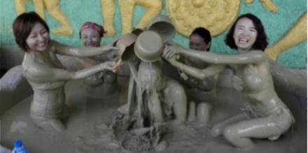 """越南这个温泉.不分男女.堪称""""世界最脏""""!"""