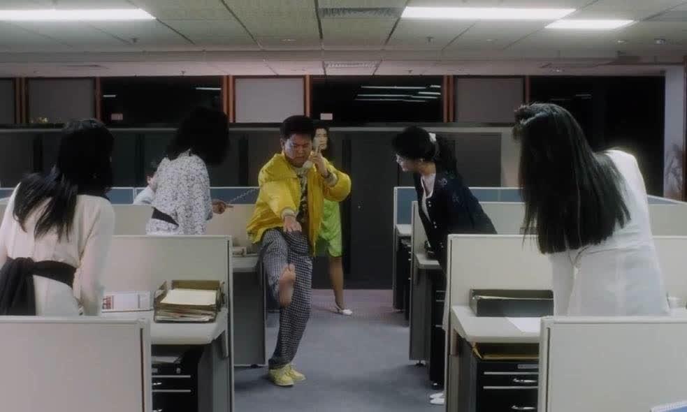 陈百祥接电话还不忘练太极,一旁的邱淑贞笑抽了,搞笑我只服他!