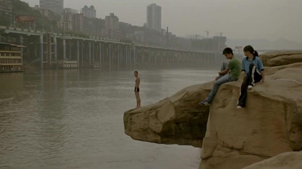 【秘岸】这可是长江啊,居然敢跳里面洗澡